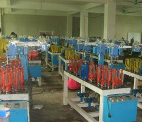 生产车间编织机